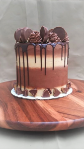 peanutbutter cup drip cake